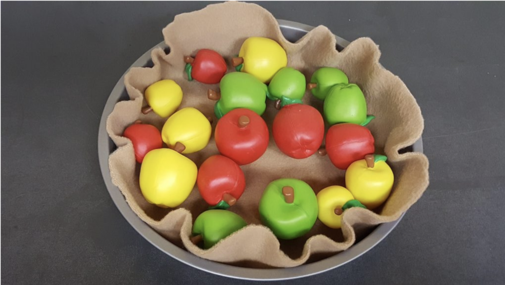 play food apples in pie pan